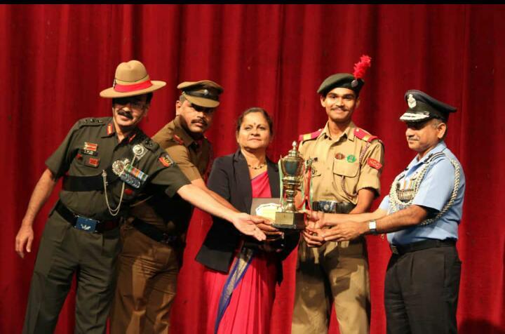 Best Institution Trophy For NCC-4 Kar